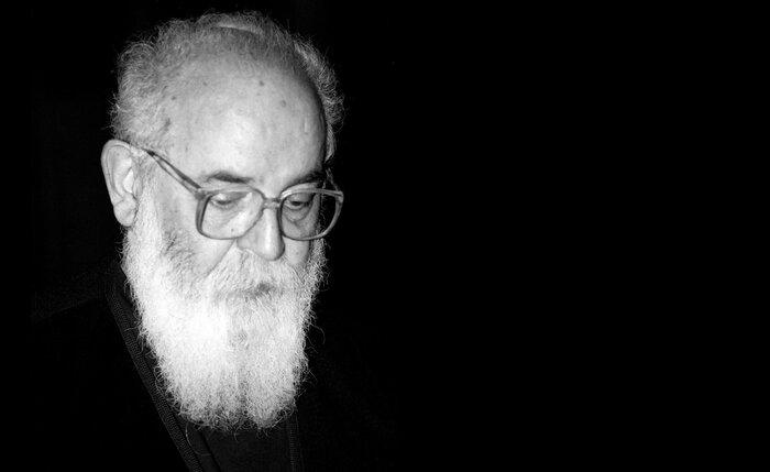 هوشنگ ابتهاج در رابطه با خوانده شدن شعر ارغوان توسط علیرضا قربانی چه نظری دارد