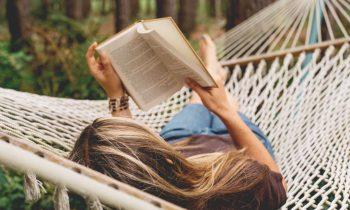 چه چیزی کتاب خواندن نیست، اما حس کتاب خواندن دارد؟