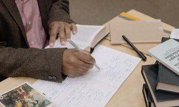 چگونه درباره رمان تحقیق کنیم: راهکارهایی برای انجام تحقیقات داستانی